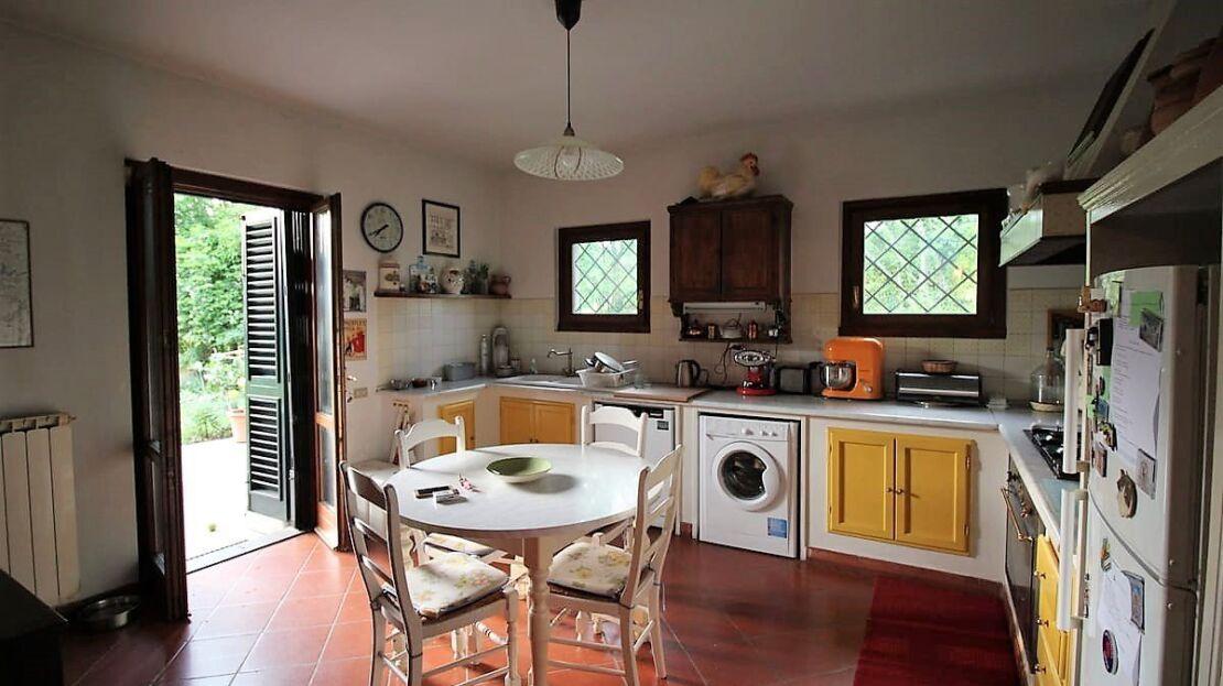 Villa con giardino in via Senese Cucina