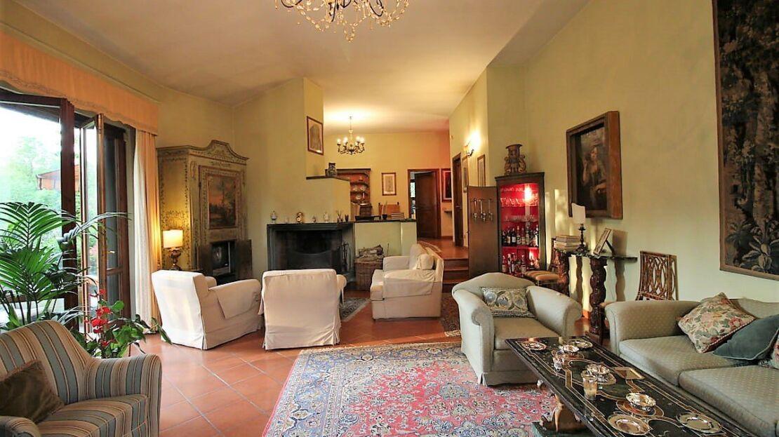 Villa con giardino in via Senese Soggiorno