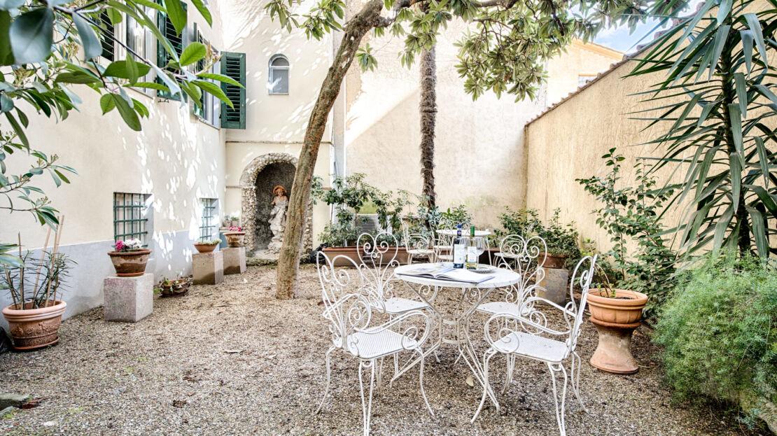 Casa in vendita vicino Piazza Santissima Annunziata giardino